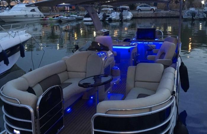 Trimaran Starcraft Open Deck Boat